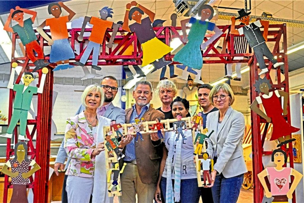 August 2019: Holzkinder zur Verschönerung der Kinderstation