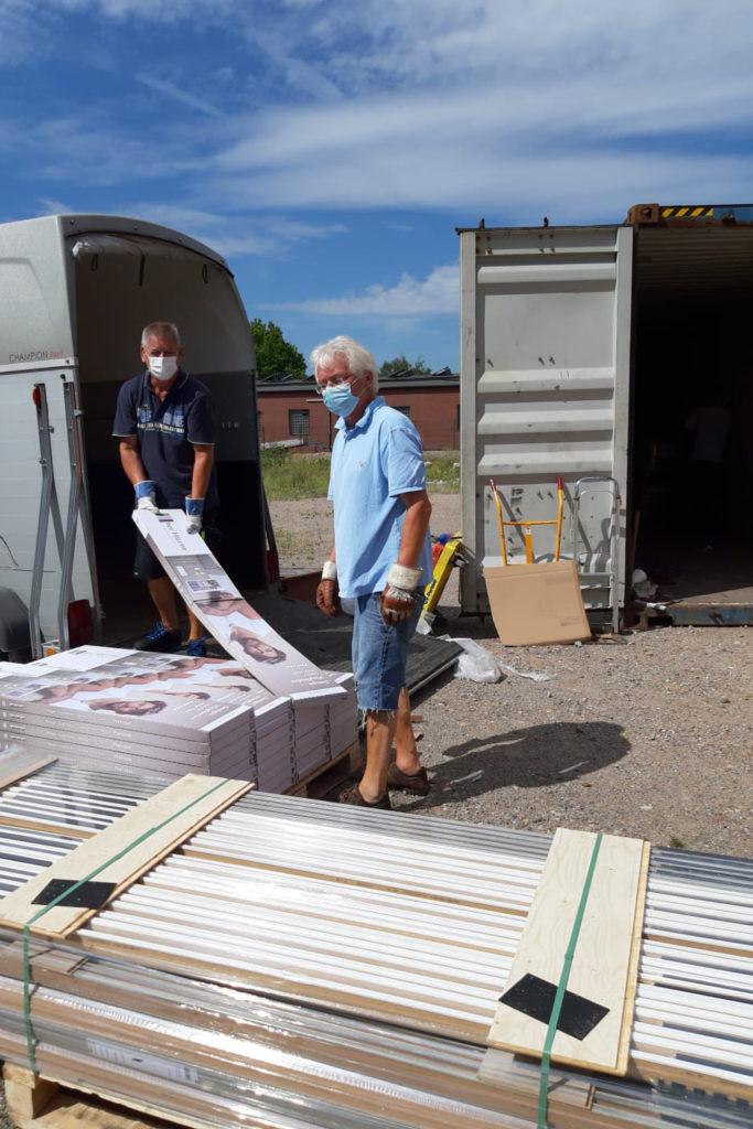 August 2020: Vinylböden von der Firma. ter Hürne GmbH & Co. KG werden verladen