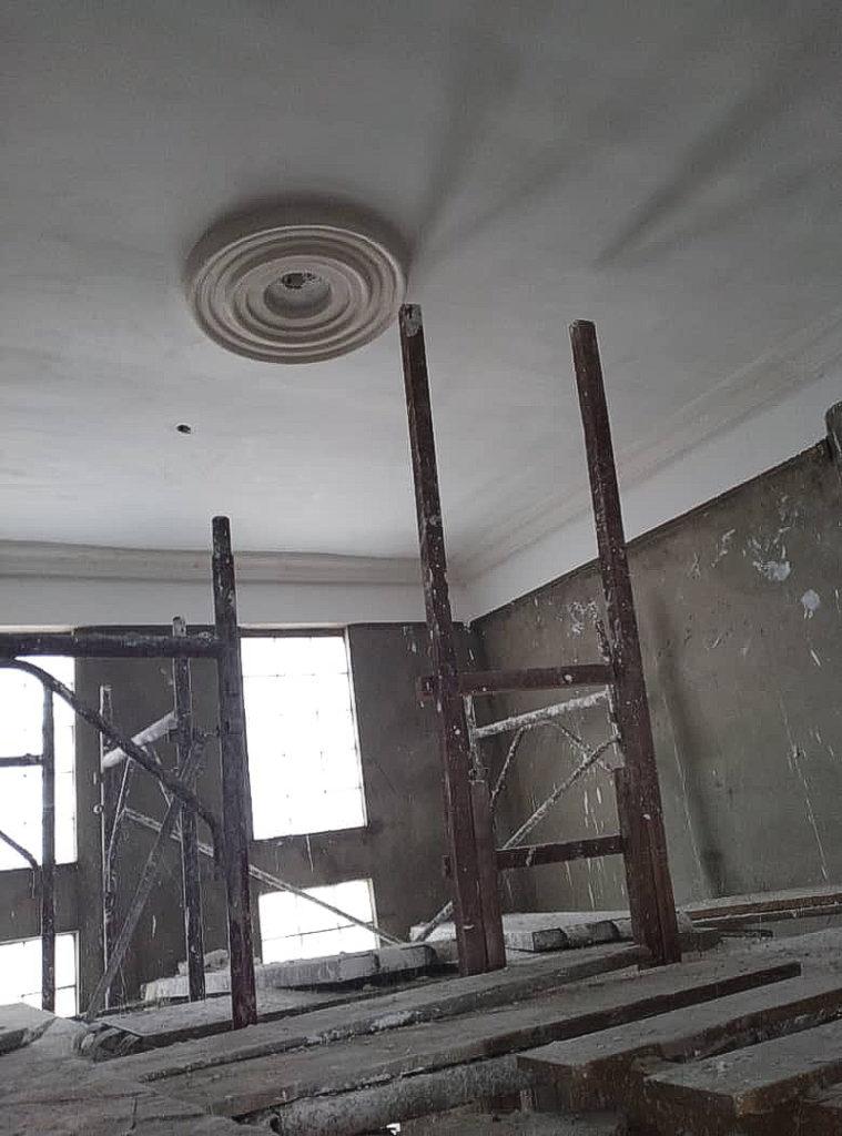 März 2021: Stuckarbeiten im Treppenhaus